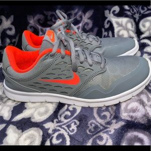 NIKE Women's Orive Print Gray/Red Running Shoes